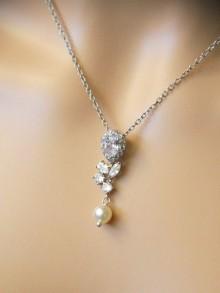 Pendentif goutte collier mariage cristal et perle de nacre