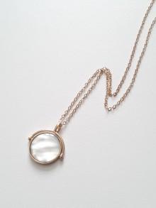 Collier chaîne plaqué or et pendentif tournant nacre