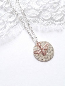 Collier médaille en argent massif avec pendentif abeille rose gold