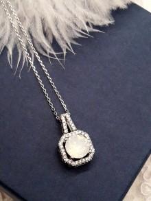 Pendentif collier mariage carré cristal blanc opal et strass