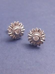 Clous puces d'oreilles strass zircons fleur soleil