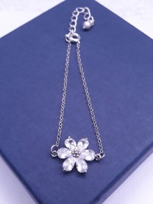 Bracelet mariage fleur en oxydes de zirconium